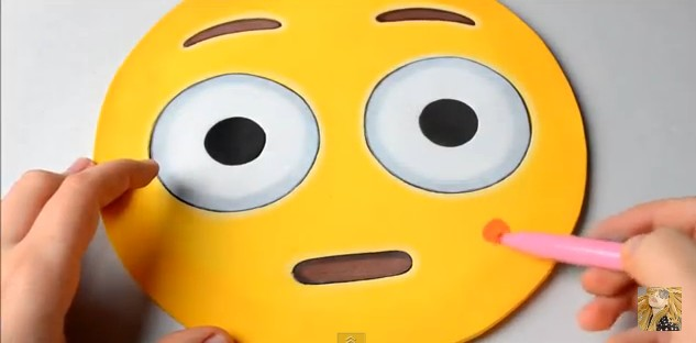 bolso-de-goma-eva-con-diseno-de-emojis-11-1