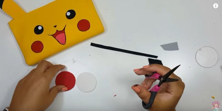 Cartuchera de Pikachu en goma eva 15