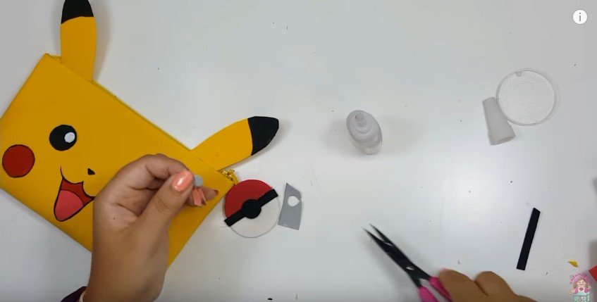 Cartuchera de Pikachu en goma eva 16