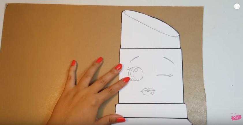 Organizador de maquillaje con forma de labial 1