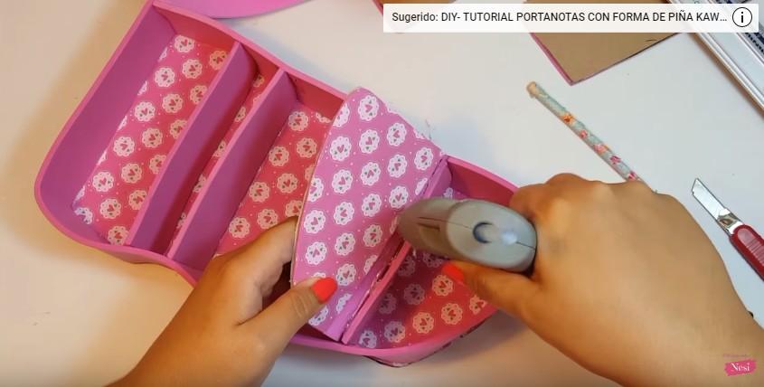Organizador de maquillaje con forma de labial 11