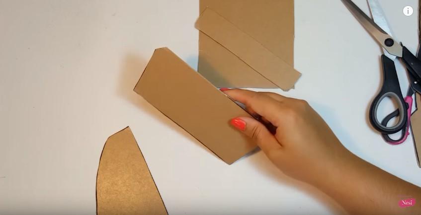 Organizador de maquillaje con forma de labial 4