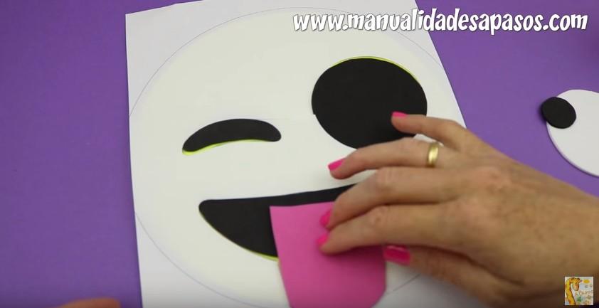 Organizador para lapices con forma de emoji en goma eva 16