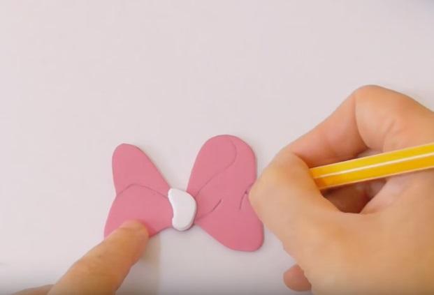 Funda-de-Celular-Minnie-Mouse-de-Goma-Eva-lazo