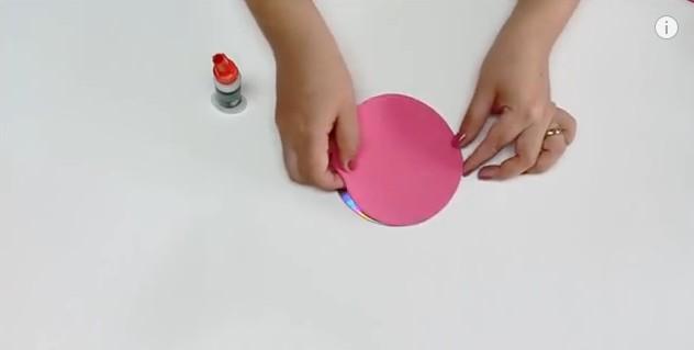 Porta cosmeticos con goma eva y CD 12