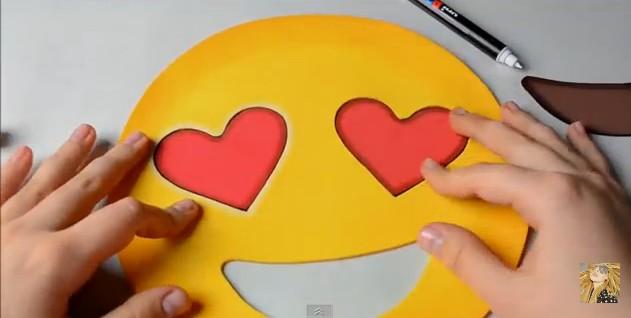 bolso-de-goma-eva-con-diseno-de-emojis-9