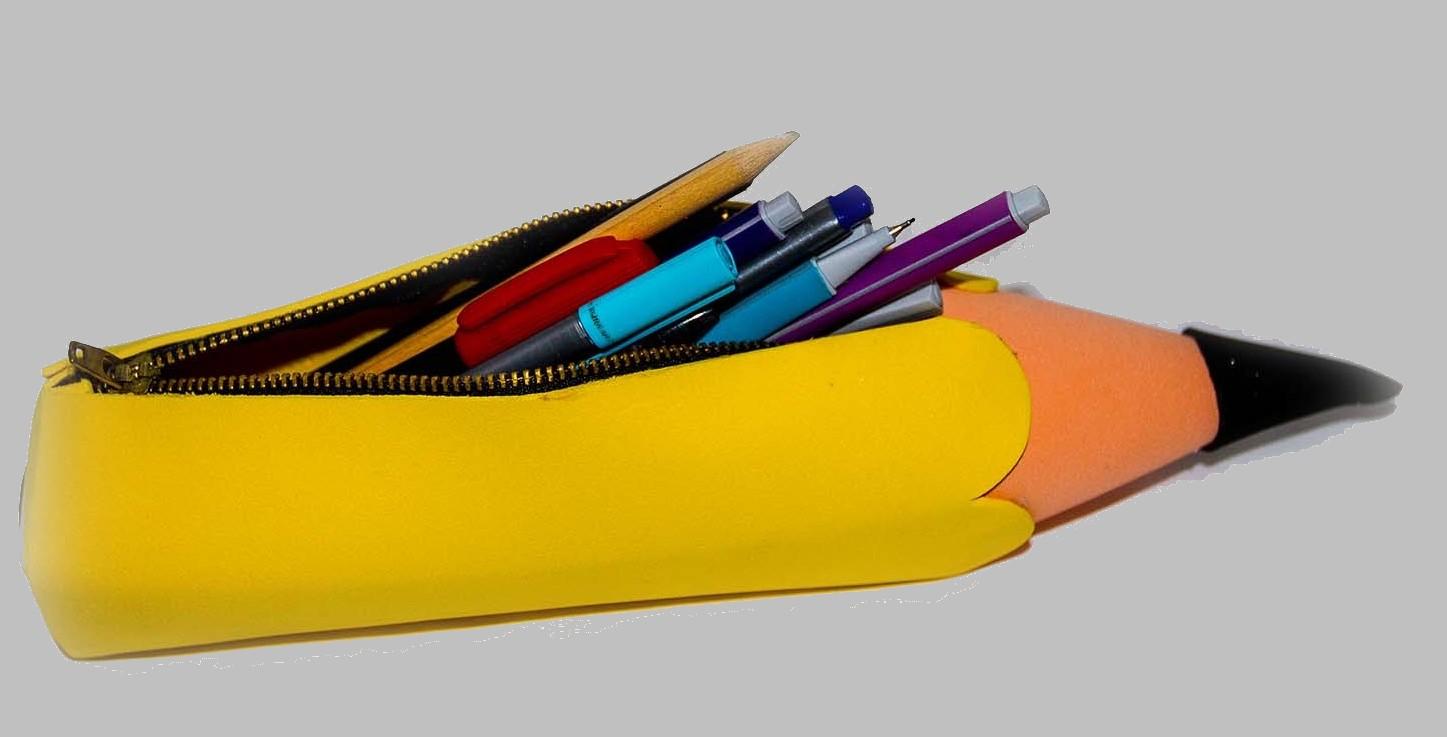 Cartuchera de goma eva con forma de lápiz
