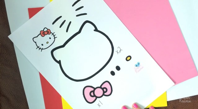 estuche-de-hello-kitty-en-goma-eva-1