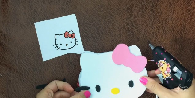 estuche-de-hello-kitty-en-goma-eva-12
