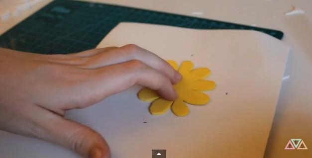 flores-margaritas-en-goma-eva-3