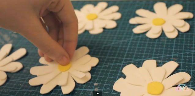 flores-margaritas-en-goma-eva-5