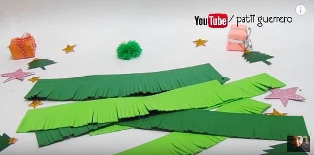 pino-de-navidad-con-flecos-de-goma-eva-6