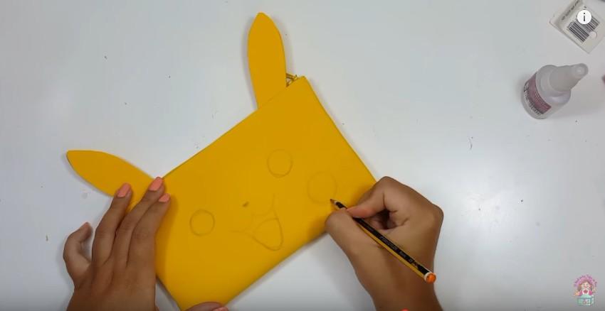 Cartuchera de Pikachu en goma eva 13