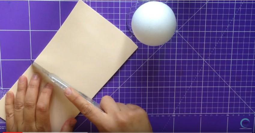 Como hacer cabeza y cabello corto de fofuchas en goma eva 1