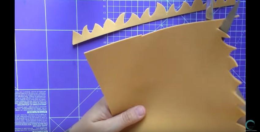 Como hacer cabeza y cabello corto de fofuchas en goma eva 5