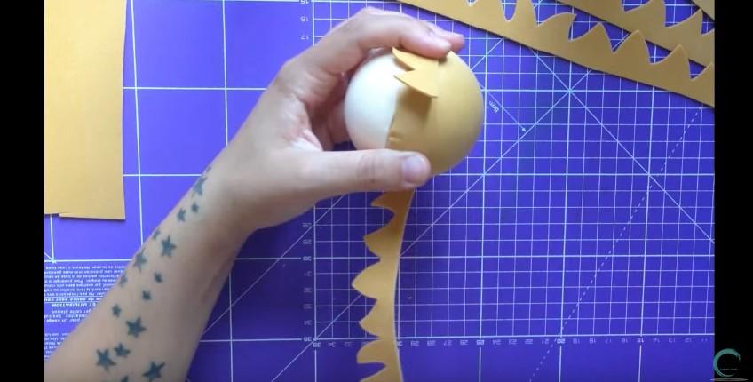 Como hacer cabeza y cabello corto de fofuchas en goma eva 6
