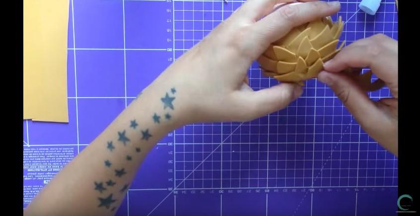 Como hacer cabeza y cabello corto de fofuchas en goma eva 8