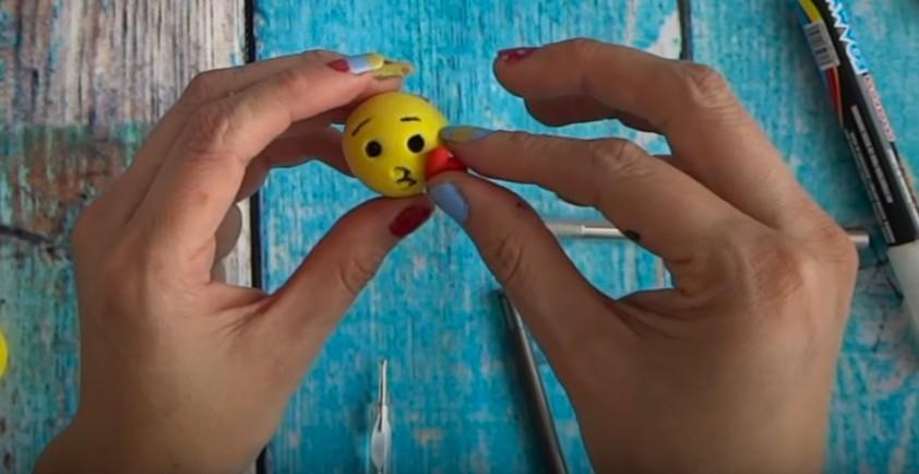 Imanes de emojis con goma eva moldeable 10