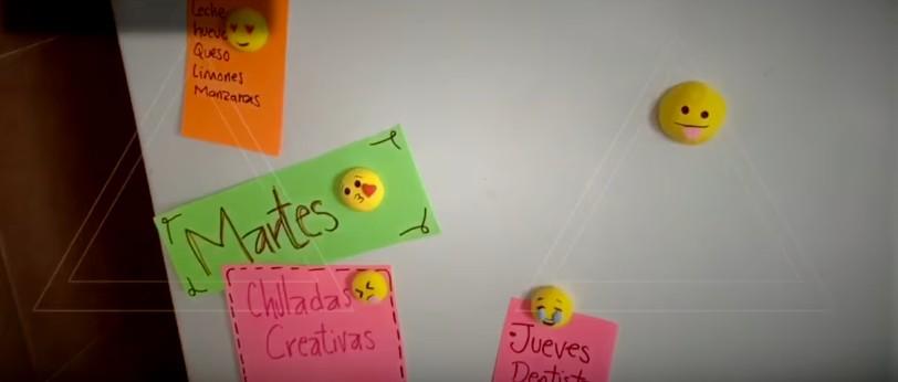 Imanes de emojis con goma eva moldeable