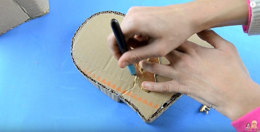 Organizador de goma eva con forma de corazon para San Valentin 12