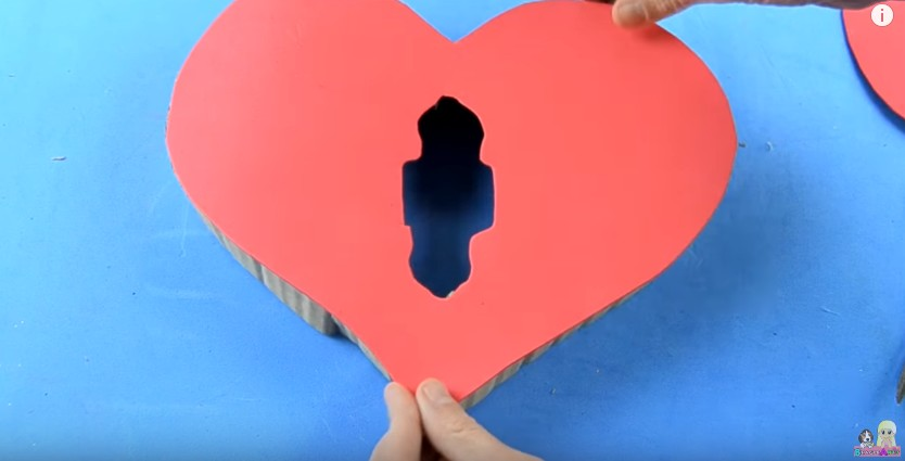 Organizador de goma eva con forma de corazon para San Valentin 14