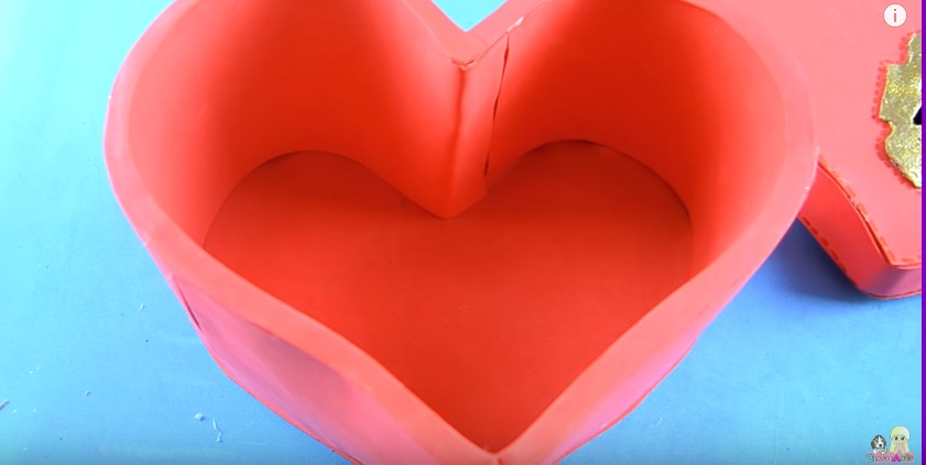 Organizador de goma eva con forma de corazon para San Valentin 18