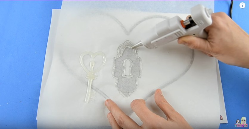Organizador de goma eva con forma de corazon para San Valentin 4