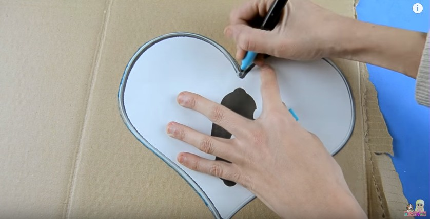 Organizador de goma eva con forma de corazon para San Valentin 7