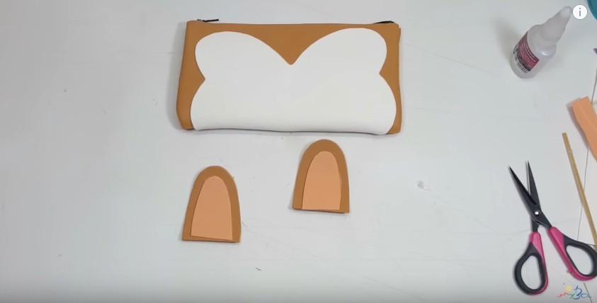 Cartuchera de goma eva con forma de tierno perrito 12