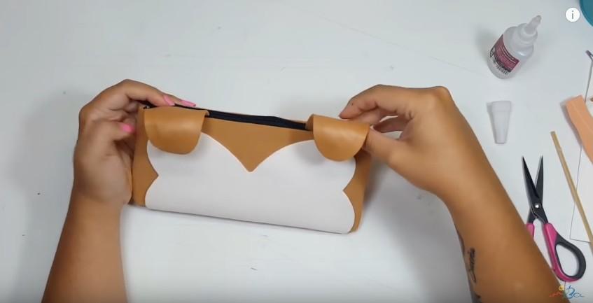 Cartuchera de goma eva con forma de tierno perrito 13