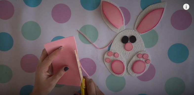 Ideas de dulceros de Pascuas con conejos de goma eva 7