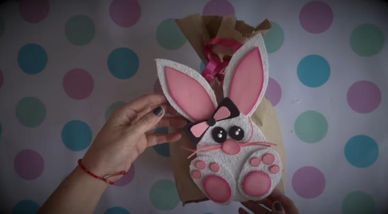 Ideas de dulceros de Pascuas con conejos de goma eva 9