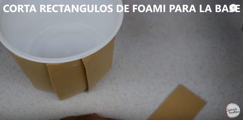 Caja con forma de cupcakes en goma eva 11