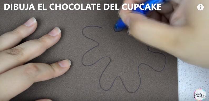 Caja con forma de cupcakes en goma eva 4